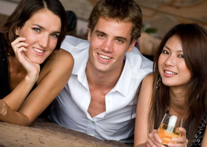 what is polyamorous dating